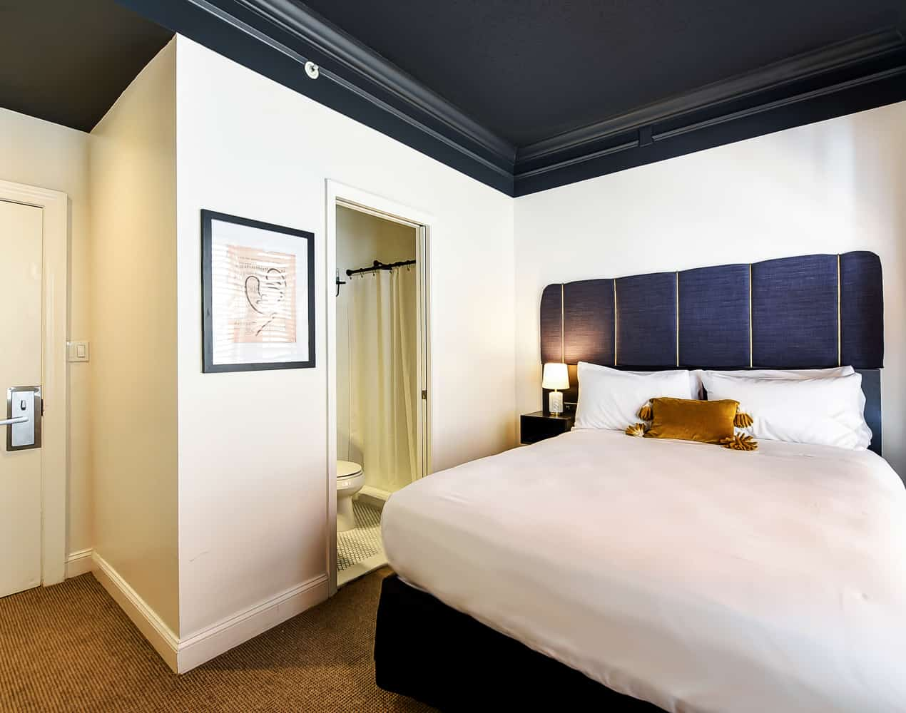 Dupont Circle Embassy Inn by FOUND - Rooms - Queen Room